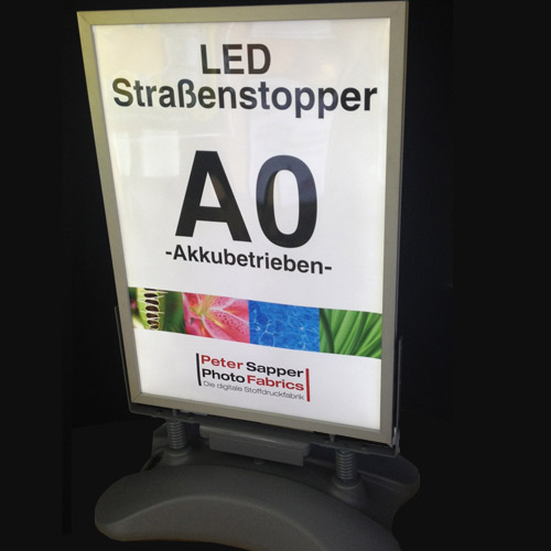 LED-Kundenstopper-A0-aussenwerbung-visupro-decon-light-update-displays-alldisplays-hollandsnapframe-leuchtalarm
